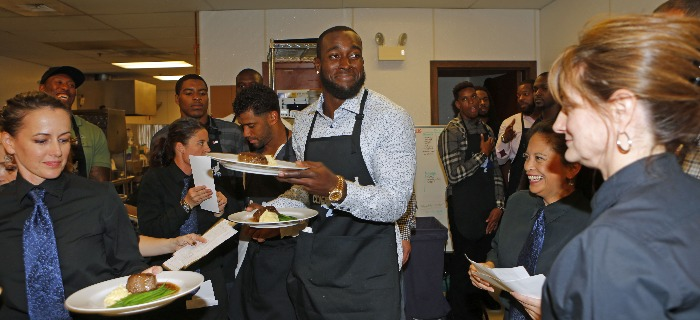 Players get plates from the kitchen