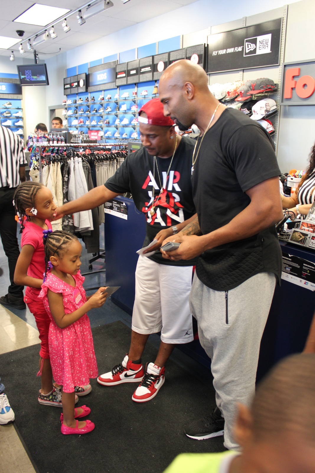 Matt Forte talks to youth at the Chicago area's Kids Foot Locker Foundation Fitness Challenge