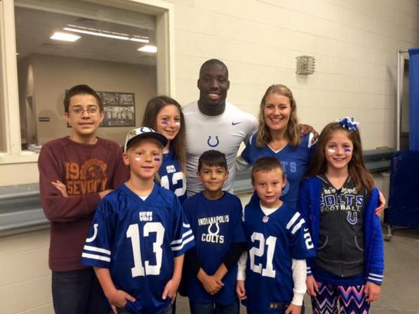 Vontae meets with foster children before the game